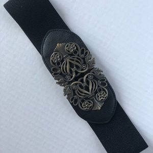 Wide elastic black accent with gold clasp
